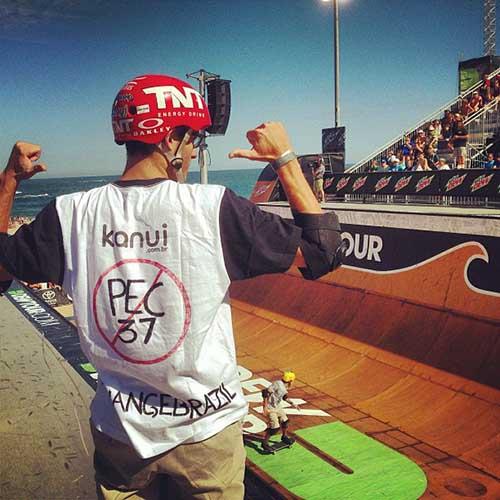 Rony Gomes também protestou contra a PEC 37 no Dew Tour (Instagram)