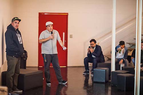Tiago Moraes e Felipe Vital, idealizadores da Urb, apresentando o projeto no Espaço +Soma (Divulgação/Fernando Martins)