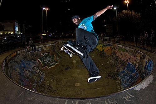 Eduardo Braz no bowl do Rio Sul (Arquivo pessoal)