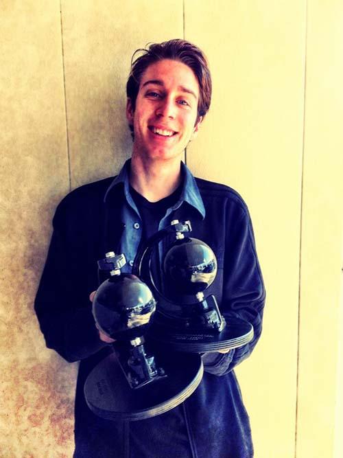Mark Suciu e seus troféus do TWS Awards 2014 (Divulgação/adidas Skateboarding)