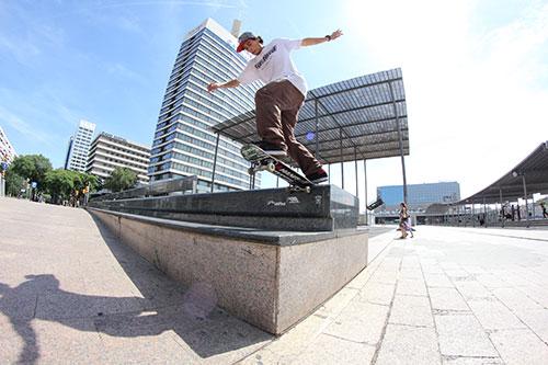 Switch backside tailslide em Barcelona (foto: Gui Galve)