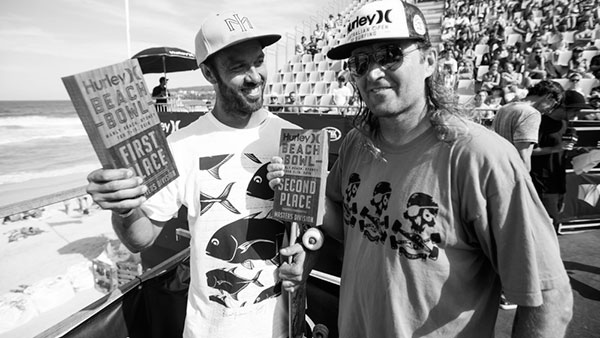 Bruno e seu troféu de campeão Master (Cameron Markin/skateboard.com.au)