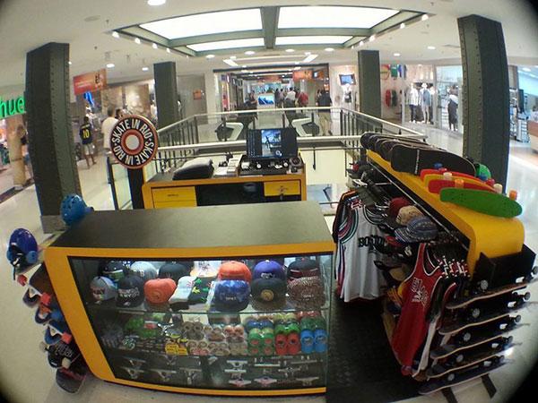 """Loja """"Skate In Rio"""" no shopping Nova América antes do incêndio (Divulgação)"""
