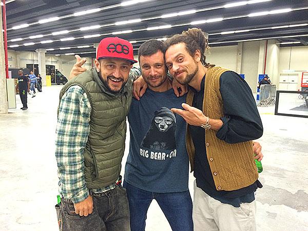 Bitão, Paul e Nilton Neves, que lançou um modelo de tênis assinado pela Drop Dead na Urb (foto: Sidney Arakaki)