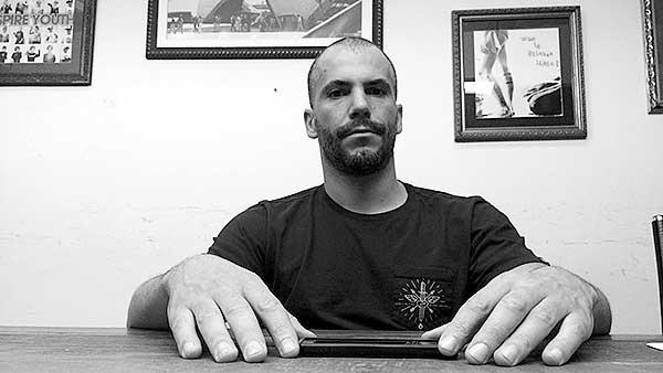 Felipe Motta, o skatista que vendia mel na feira, se tornou um dos maiores nomes do snowboard brasileiro e atualmente dirige Element, Billabong e RVCA na América Latina. (foto: Sidney Arakaki)