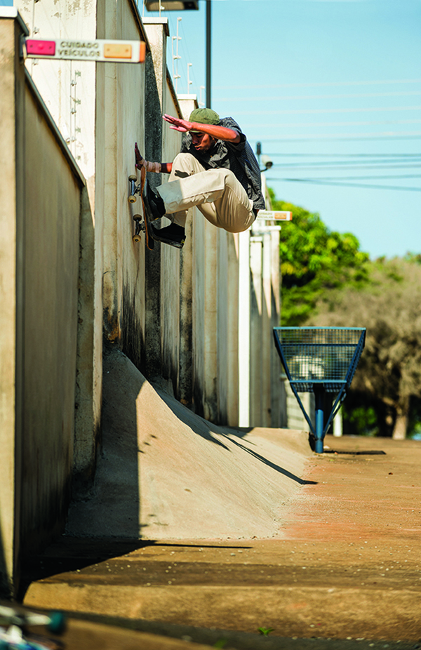 Thaynan Costa, wallride (Cortesia DC Shoes/Mike Blabac)