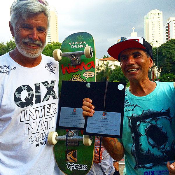 Coleman e Yuppie com suas placas (foto: Sidney Arakaki)