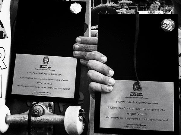 Certificados de reconhecimento oferecidos pela Prefeitura (foto: Sidney Arakaki)