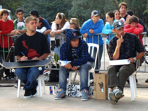 Thiago Garcia e Humberto Beto são os dois amigos de verdade do André. Amizade eterna de verdade. (foto: Sidney Arakaki)