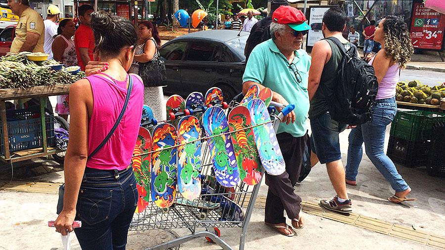 Lojinha de skate itinerante no centro de São Paulo. (foto: Sidney Arakaki)