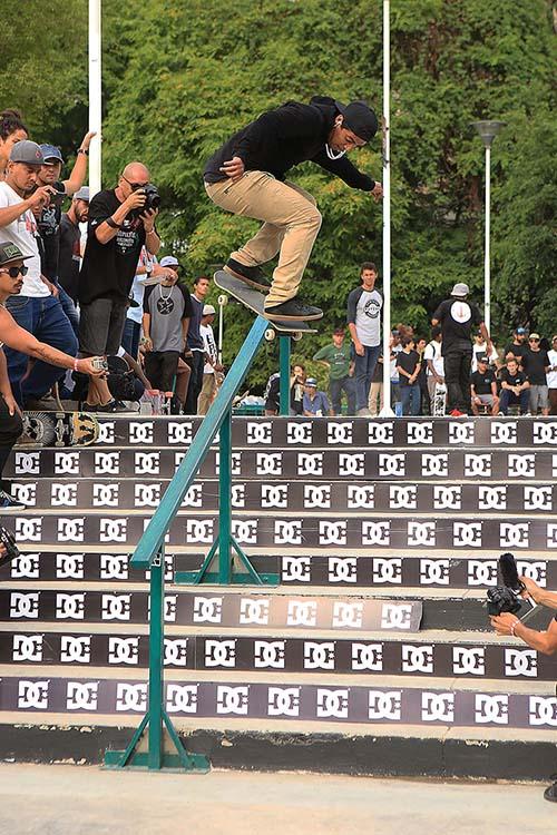 Kelvin Hoefler, backside flip boardslide no DC Invitational (Divulgação DC Shoes/Eduardo Braz)